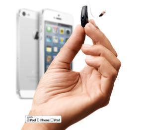 Hand mit ReSound LiNX und iPhone